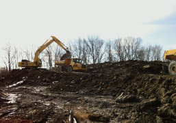 Earthmoving-With-Articulating-Trucks
